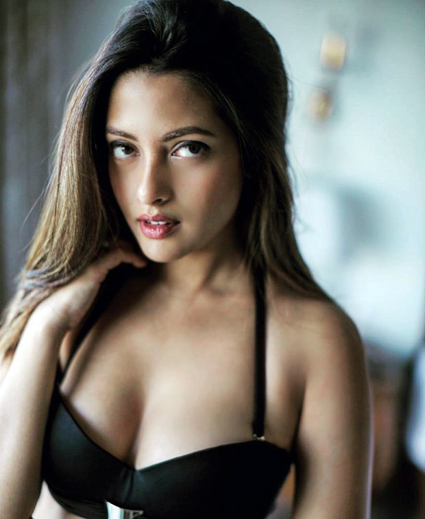 HOT! Riya Sen sends temperatures soaring with her latest picture