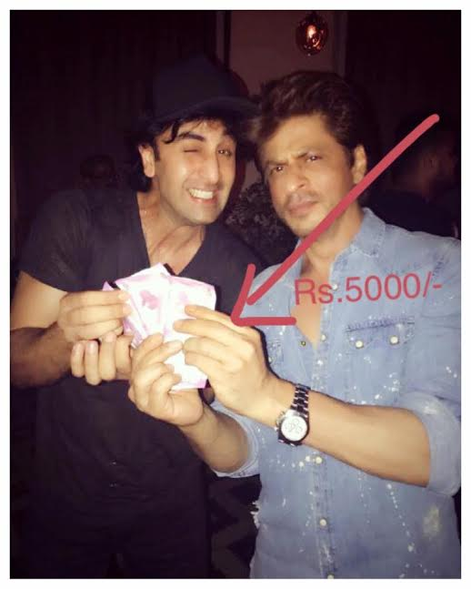 Shah Rukh Khan FINALLY QUITS and pays Rs. 5000 to Ranbir Kapoor. Read ALL THE DETAILS HERE!