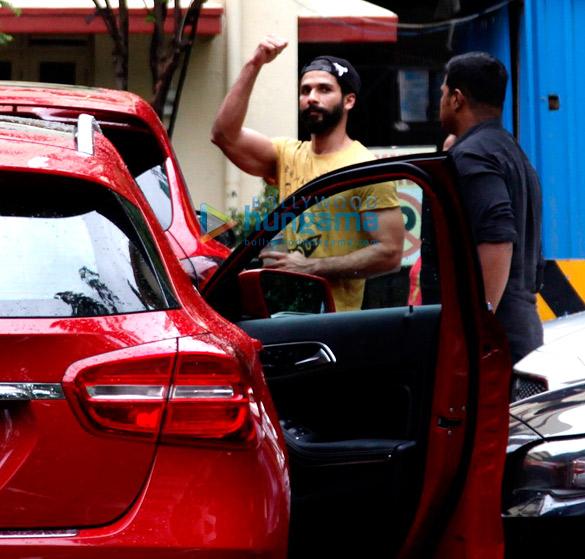Kitchen Garden Bandra: Shahid Kapoor, Mira Rajput & Misha Snapped Outside Their