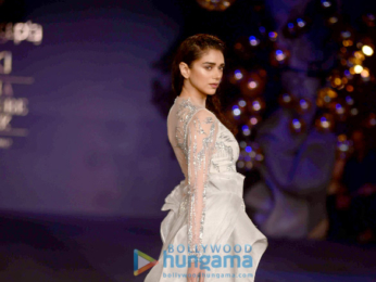 Aditi rao hydari walks for gaurav gupta at india couture for Aalim hakim salon delhi