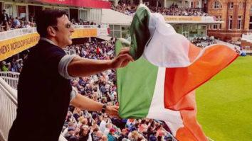 Akshay Kumar clarifies about holding