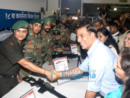 Akshay Kumar pays homage to the Kargil-1