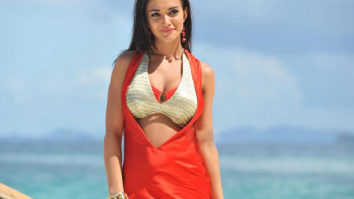 Amy Jackson to learn to drive a crane for Shankar's 2.0