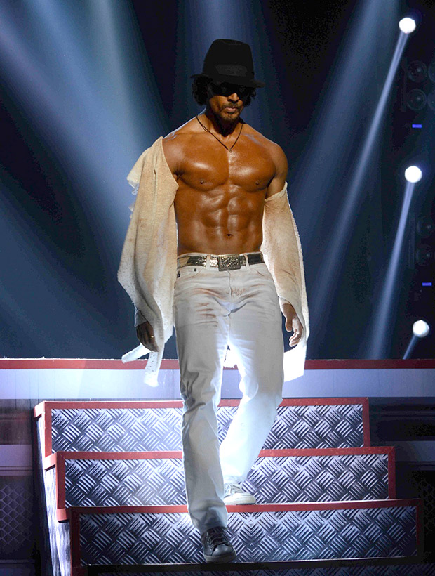 Check out Tiger Shroff showcases some killer dance moves at the Michael Jackson tribute show-2