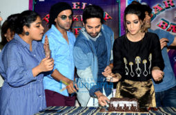 Kriti Sanon celebrates her birthday at 'Bareilly Ki Barfi' promotion with the cast and media