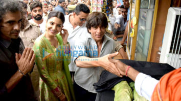 Shah Rukh Khan, Anushka Sharma and Imtiaz Ali promote their film Jab Harry Met Sejal in Benaras