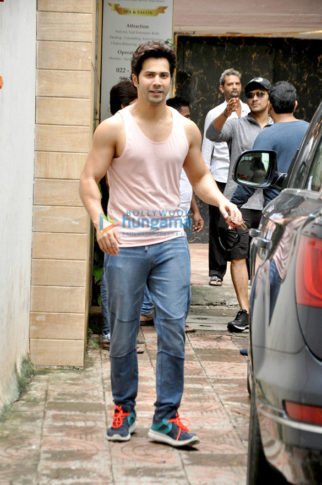 The Gen-next superstar Varun Dhawan snapped while working out at the gym