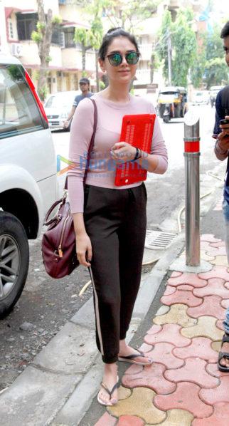 The gorgeous Aditi Rao Hydari snapped post her salon session in Bandra