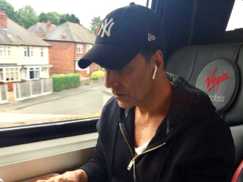 WOW! 'Punctual' Akshay Kumar hops into a train to reach London on time for Toilet - Ek Prem Katha promotions
