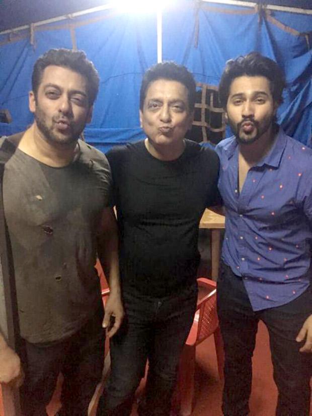 Check out Judwaa 2 Varun Dhawan meets Judwaa 1 Salman Khan; sends kisses on the release day