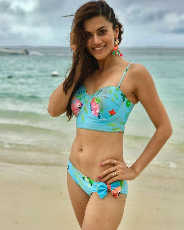 HOTNESS Taapsee Pannu looks stunning in a floral bikini in the song 'Aa Toh Sahi' from Judwaa 2 (1)