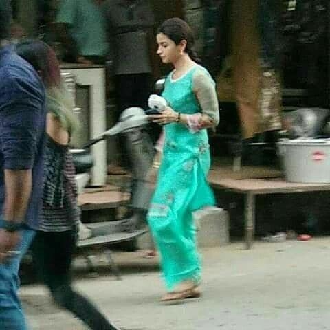 LEAKED Alia Bhatt's de-glam avatar in Meghna Gulzar's Raazi revealed5