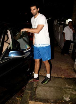 Aditya Roy Kapur snapped at Mohit Suri's office in Bandra