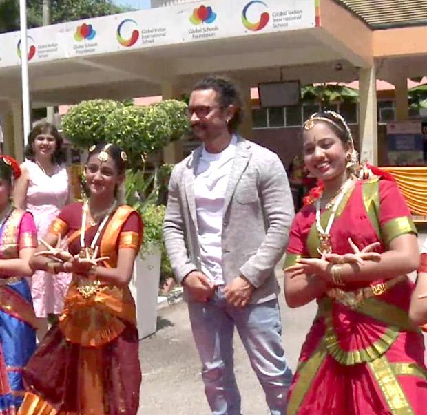 BACK TO SCHOOL Aamir Khan celebrates Gandhi Jayanti in Singapore! (1)