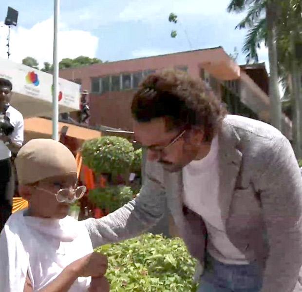 BACK TO SCHOOL Aamir Khan celebrates Gandhi Jayanti in Singapore! (2)
