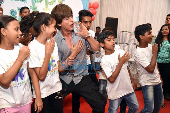 Cake smeared on Shah Rukh Khan3