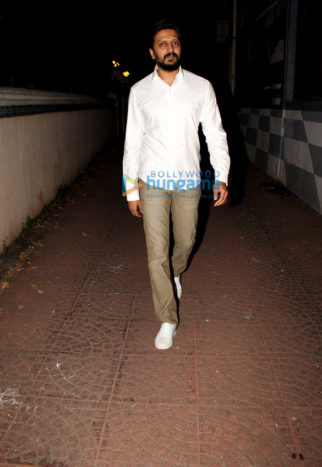 Riteish Deshmukh spotted at friends place in Bandra