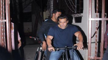Check out Salman Khan takes a night ri