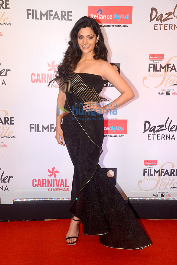 Here's what your favourite female stars wore at Filmfare Glamour and Style Awards 2017 (17)