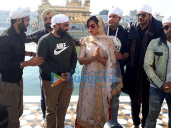 Team of 'Fukrey Returns' visits Golden Temple in Amritsar