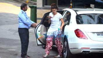 Jacqueline Fernandez snapped outside her residence in Bandra