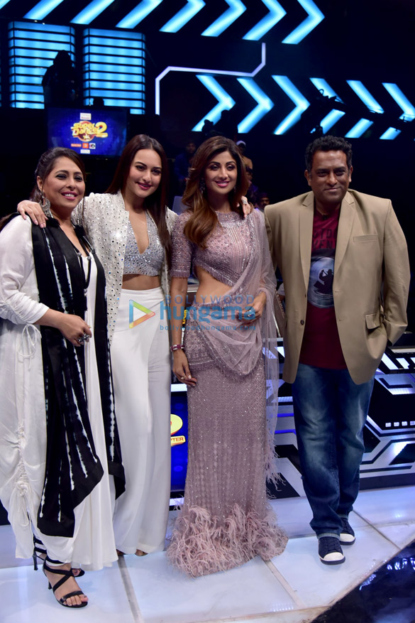 Sonakshi Sinha snapped on the sets of Super Dancer 2 Parties