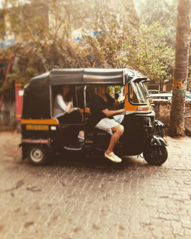 Akshay Kumar turns rickshaw driver for Twinkle Khanna during their Sunday shenanigans