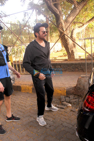 Anil Kapoor and Esha Gupta spotted in Juhu