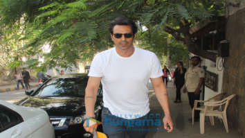 Arjun Rampal spotted at Hakim Aalim's in Bandra