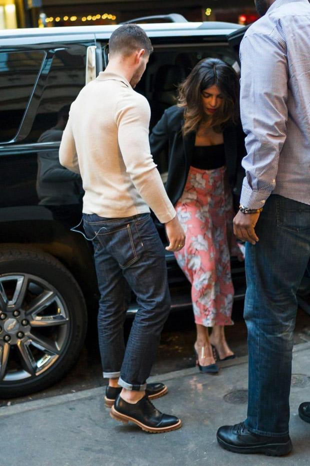 Rumoured couple Nick Jonas and Priyanka Chopra look cosy as they grab lunch in New York