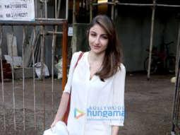 Soha Ali Khan at Kromakay salon in Juhu