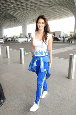 Disha Patani and Yami Gautam and others snapped at the airport