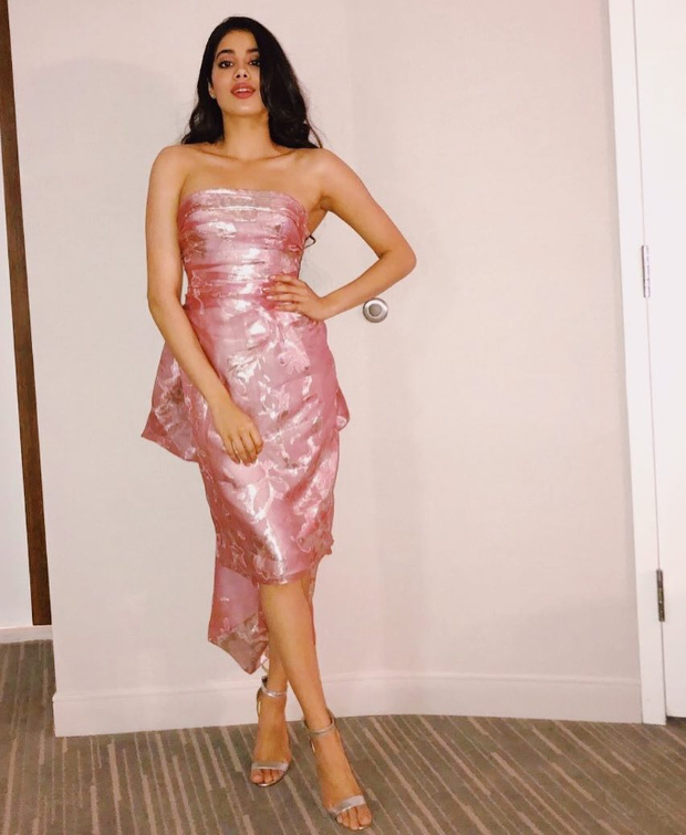 Janhvi Kapoor in Reem Acra for WIFT Awards 2018 (2)