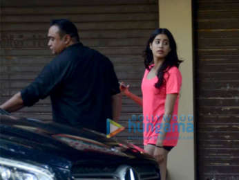 Janhvi Kapoor snapped at a clinic in Juhu