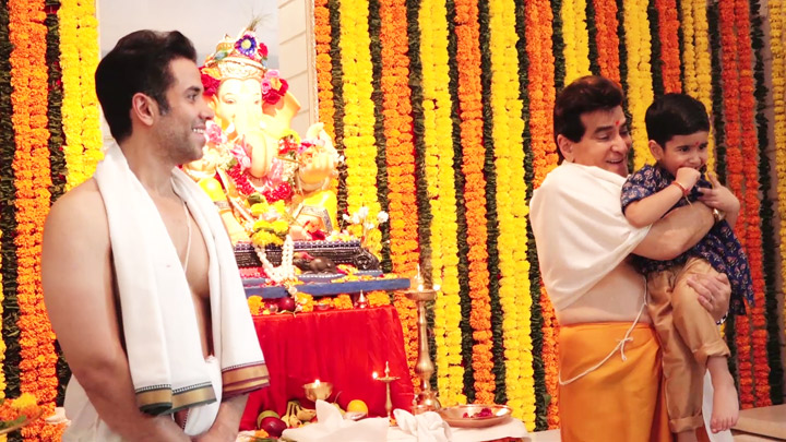 Ganpati Visuals at Tusshar Kapoor House | Jeetendra