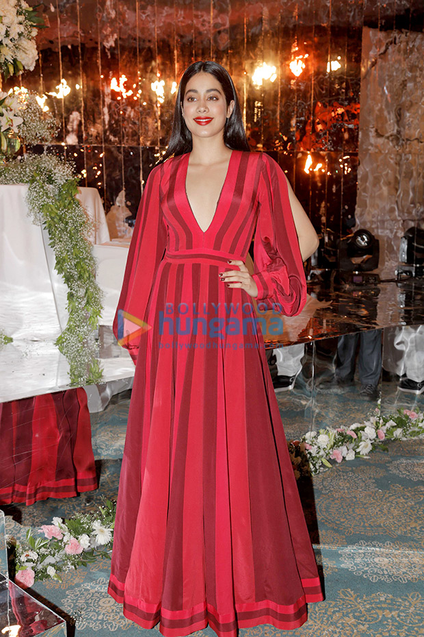 Janhvi Kapoor in Manish Malhotra for the Festive Junction Show (2)