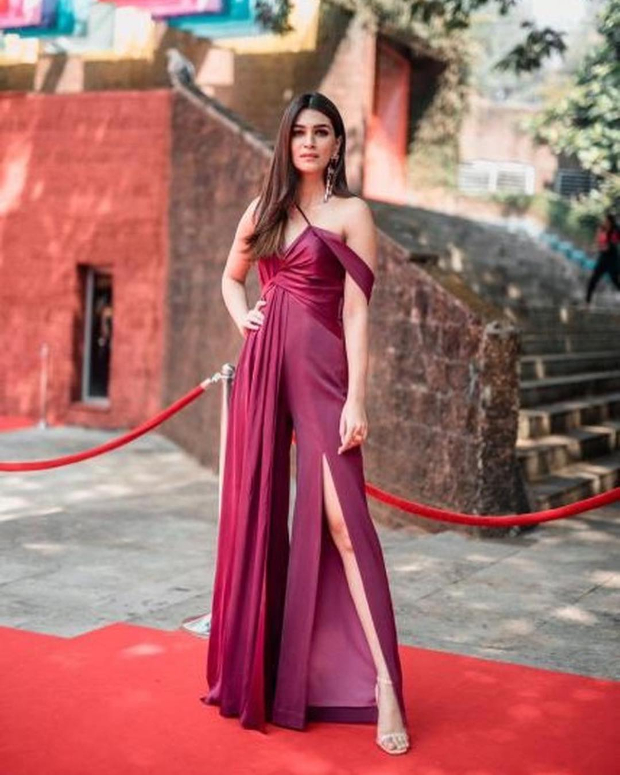 Kriti Sanon in Lola of Suman for IFFI 2018 Goa (6)
