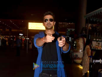 Salman Khan, Sunny Deol, Kainaat Arora and others snapped at the airport