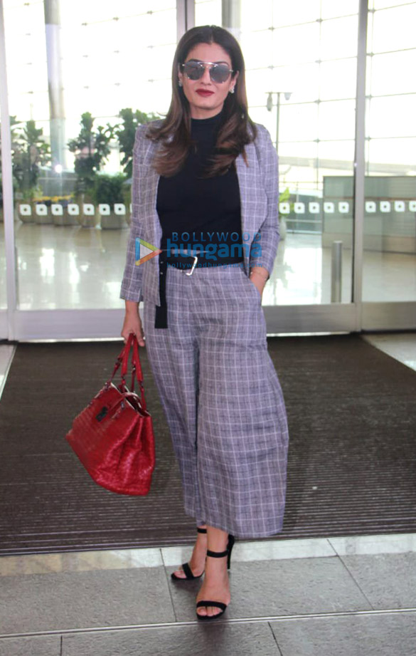 Sara Ali Khan, Sushant Singh Rajput, Sonnalli Seygall and others snapped at the airport2 (2)